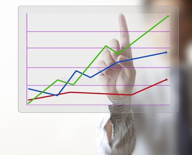 Рука человека показывая диаграмму стоковое изображение rf