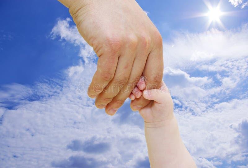 рука newborn стоковая фотография
