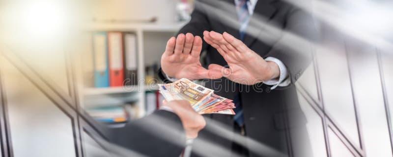 Руки бизнесмена отвергая предложение денег; множественная выдержка стоковое фото rf