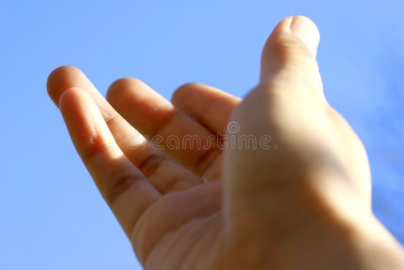 руки вне достигая стоковое фото rf