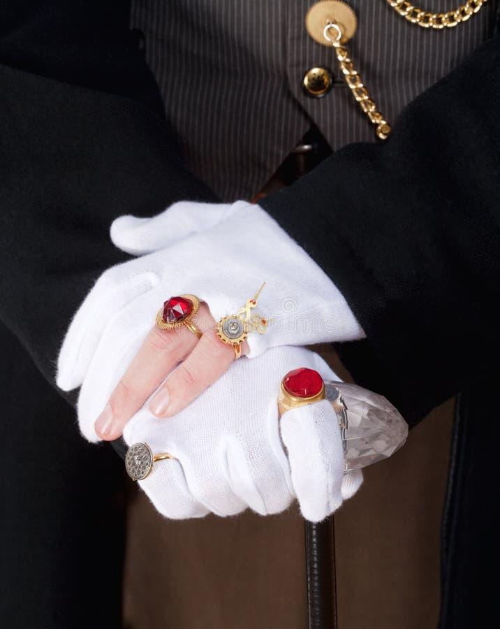 Руки волшебника с перчатками и кольцами стоковое изображение rf