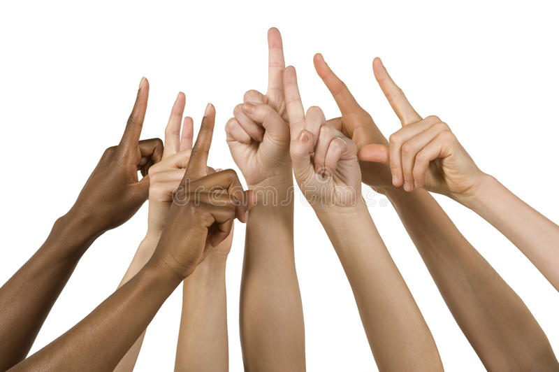 руки группы держа одно подписывают вверх стоковые фото