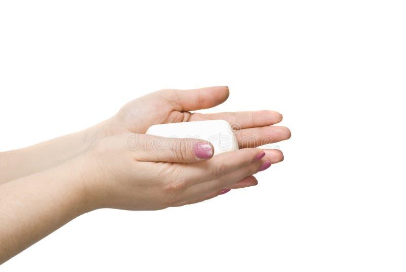 руки держа мыло стоковые фото