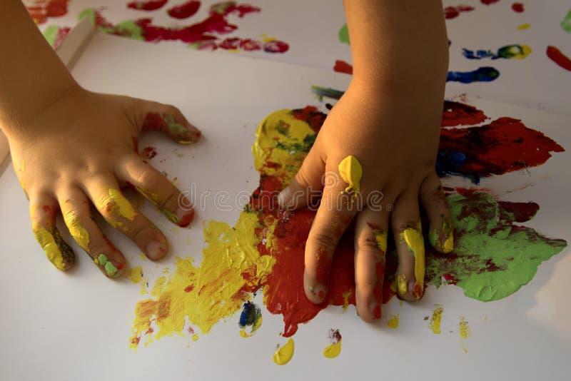 Руки детей в цветах стоковое фото rf
