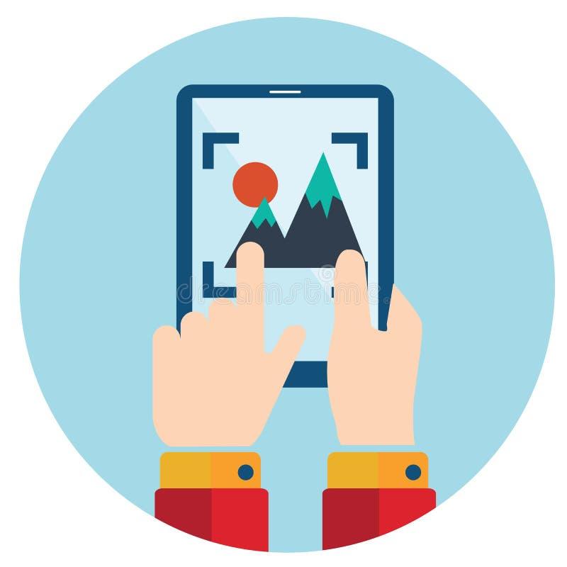 Руки держа умную камеру телефона, таблетки, видео и фото бесплатная иллюстрация