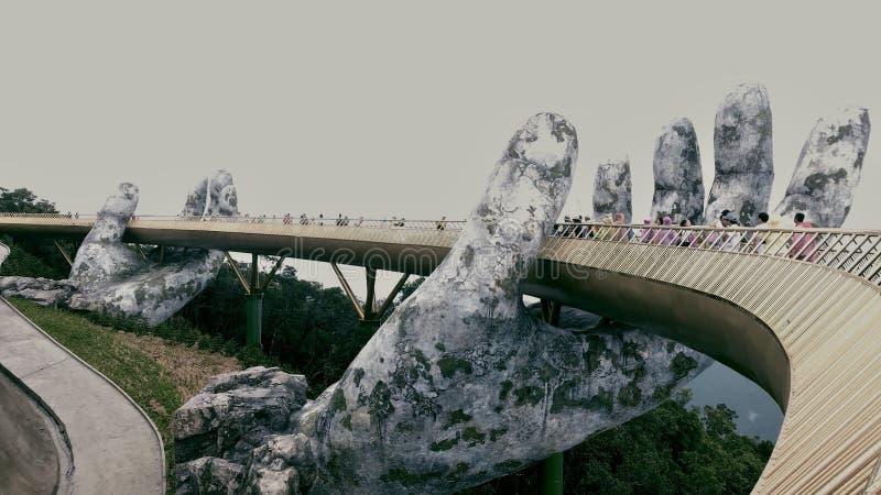 Руки золотого моста