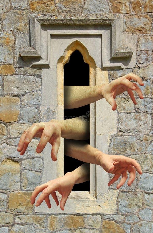 Руки зомби на окне стоковая фотография