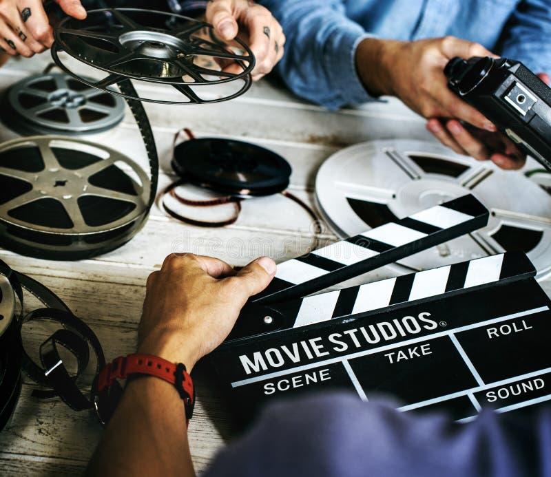 Руки и кино людей записывают вещество стоковая фотография