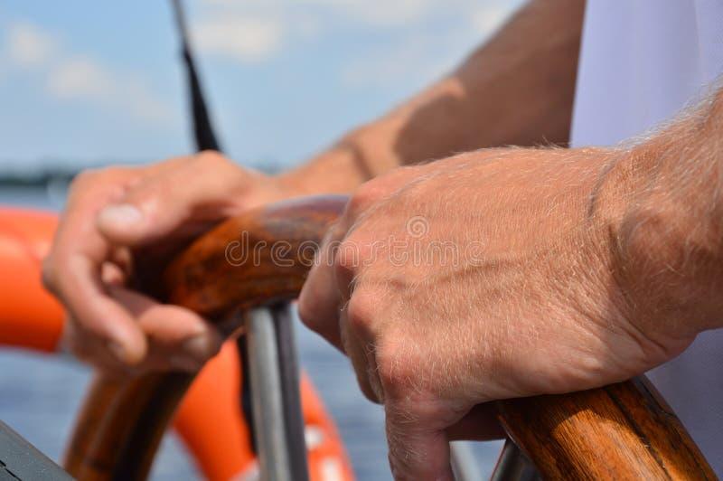 Руки капитана стоковое изображение rf