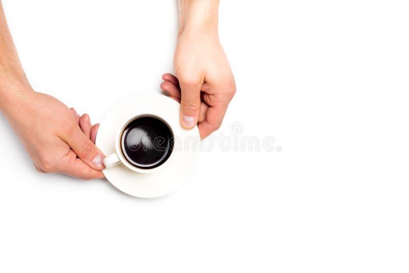 Руки людей держа белую чашку кофе на белой изолированной предпосылке, месте для текста стоковая фотография rf