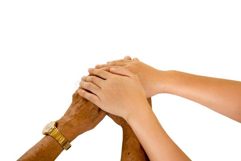 Руки молодой женщины держа старшую руку для комфорта изолированный стоковая фотография
