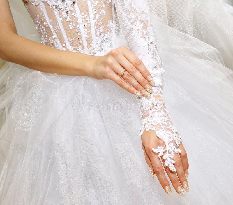 руки невесты стоковое изображение rf