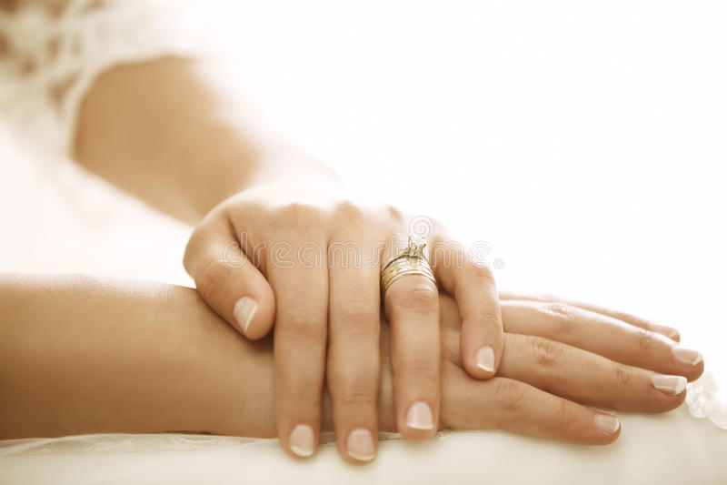 Руки невесты стоковые фотографии rf