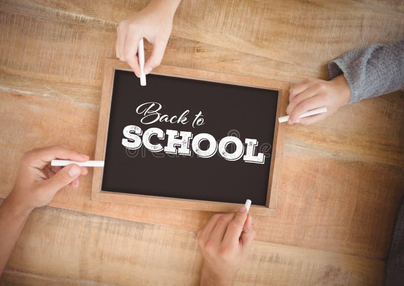 Руки писать назад к школе на классн классном стоковое фото