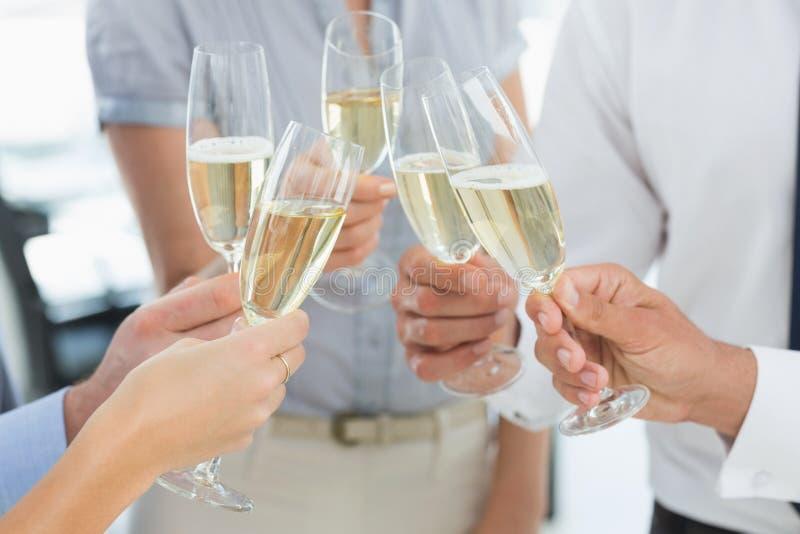 Руки провозглашать с шампанским стоковые фотографии rf
