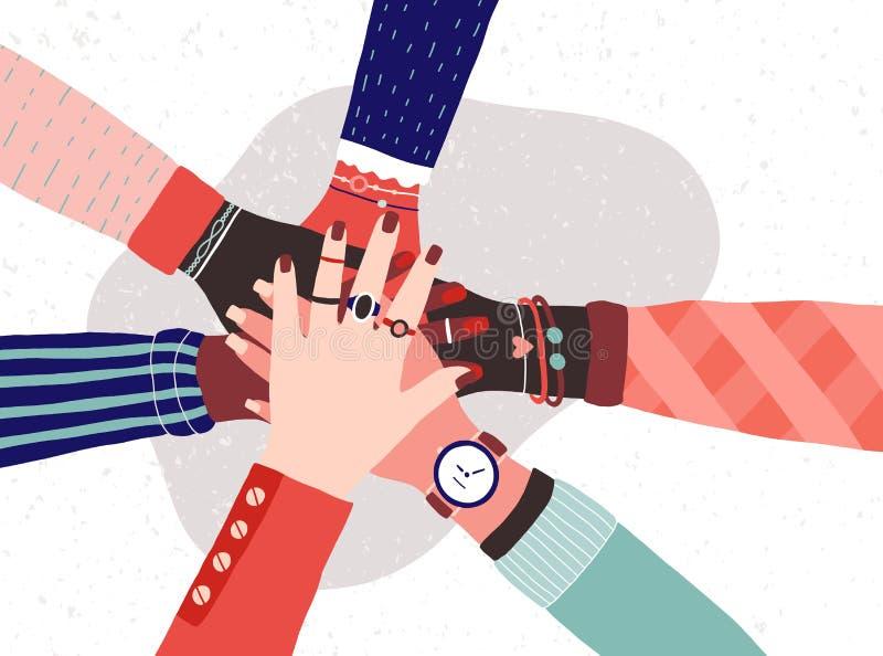 Руки разнообразной группы в составе женщины кладя совместно Концепция сестричества, силы девушки, феминист общины или движения иллюстрация штока