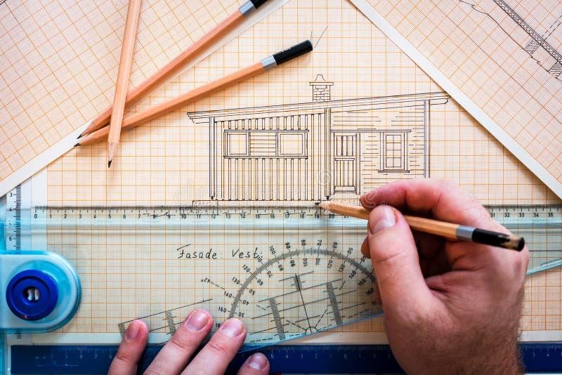 Руки рисуя кабину на чертежной доске с правителем и карандашами иллюстрация вектора