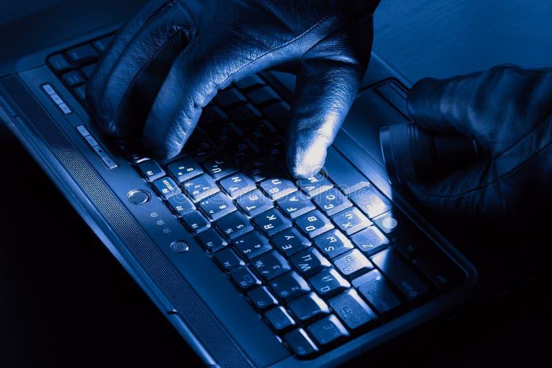 руки хакера стоковая фотография rf