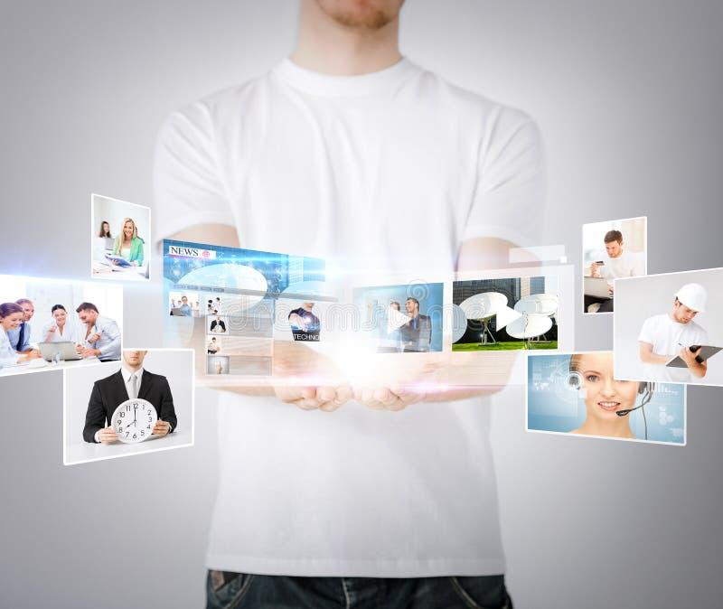 Руки человека с виртуальными экранами стоковое изображение