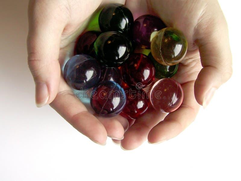 руки шариков покрашенные ванной стоковые изображения rf
