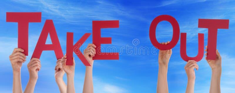 Руки людей держа красное слово принимают вне голубое небо стоковые фотографии rf