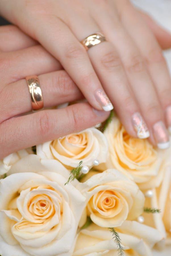 руки groom невесты стоковые изображения rf