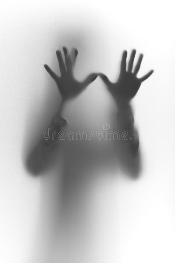 Руки Humand, силуэт перстов на стекле стоковые фотографии rf