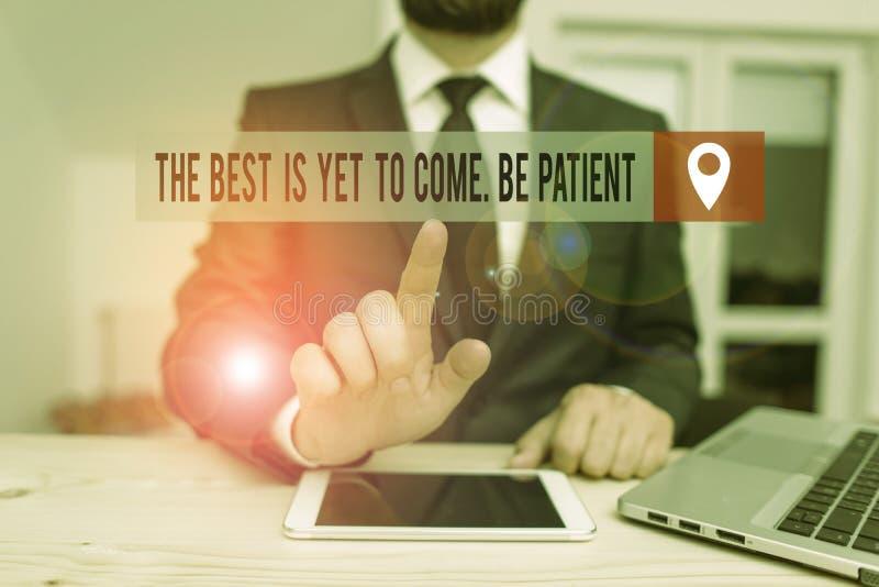Рукописный текст, пишущий 'Лучшее', еще не стал Пациентом Понятие смысл не потерять надежду свет приходит после тьмы стоковые фото