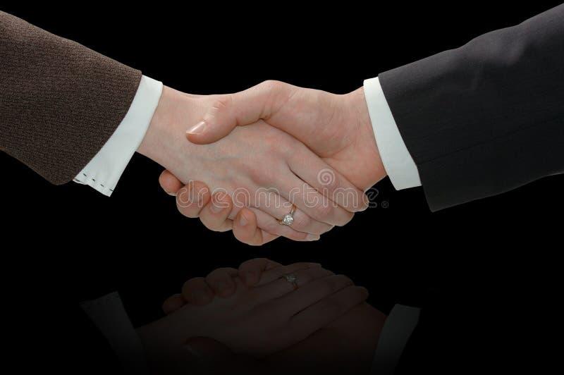 Рукопожатие бизнесмена и коммерсантки стоковое изображение