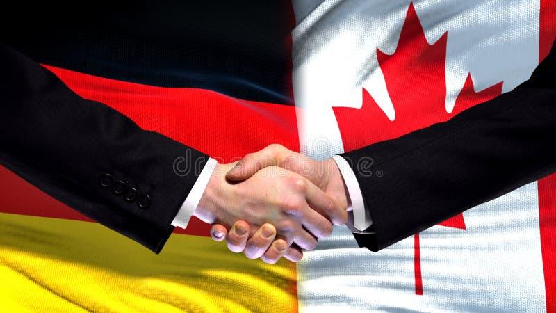 Рукопожатие Германии и Канады, международные отношения приятельства сигнализирует предпосылку стоковая фотография rf