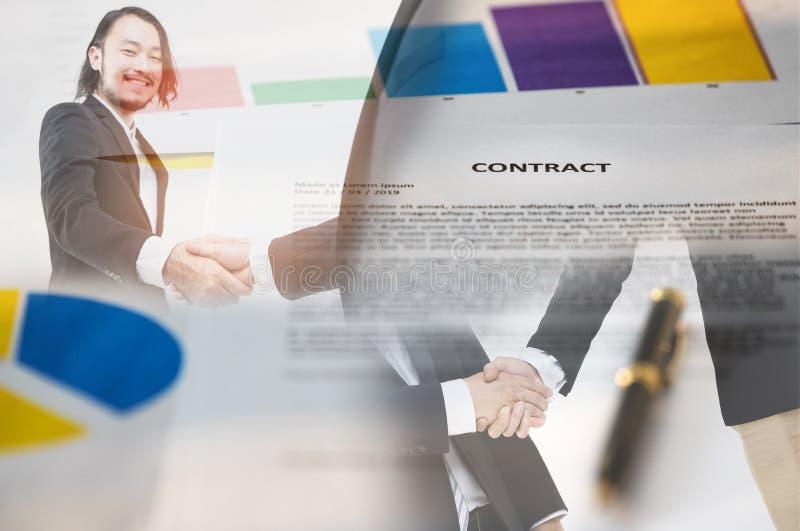 Рукопожатие и бумага контракта бесплатная иллюстрация