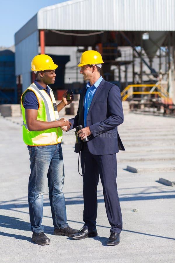 Рукопожатие работника менеджера стоковое изображение rf