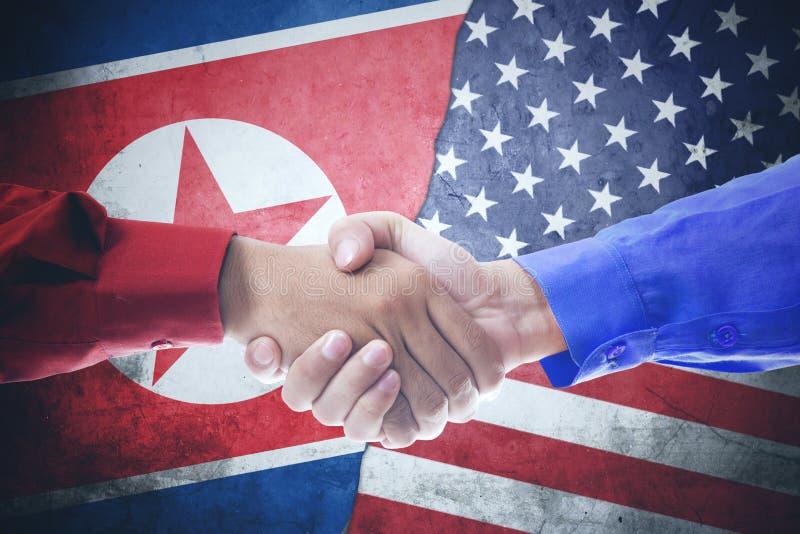 Рукопожатие с Северной Кореей и флагом США стоковые фотографии rf