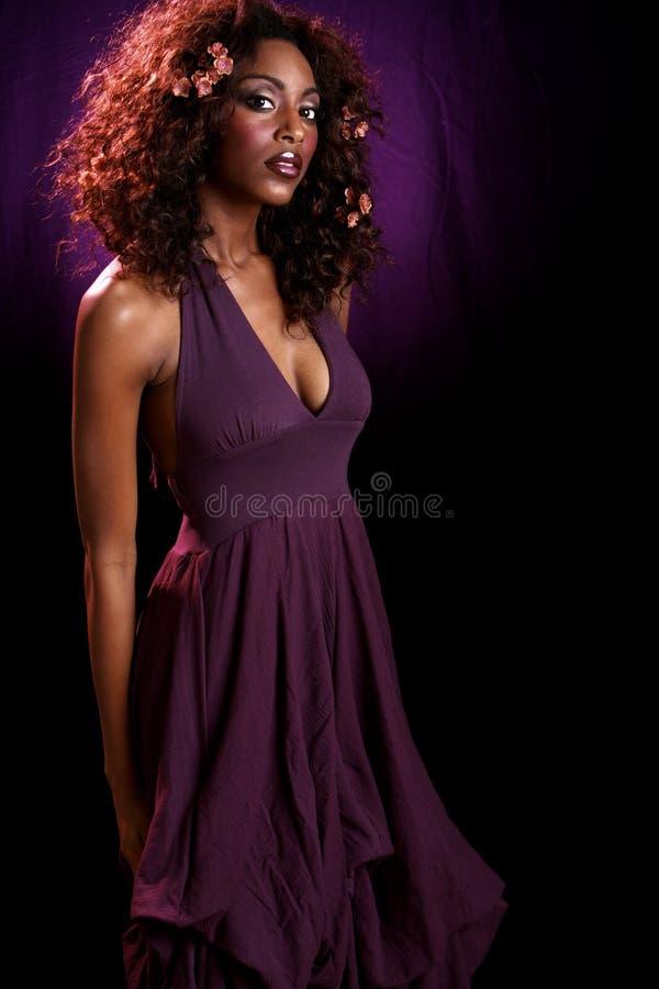 рукоятка за пурпуром платья тела стоковые изображения