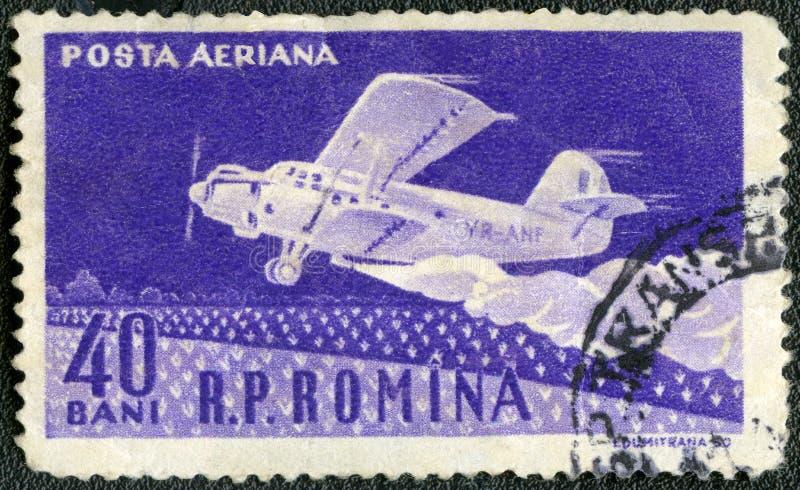 РУМЫНИЯ - 1960: самолет машины скорой помощи лодкамиамфибии выставок стоковые фото