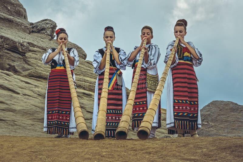 Румынские женские tulnic игроки стоковые фото