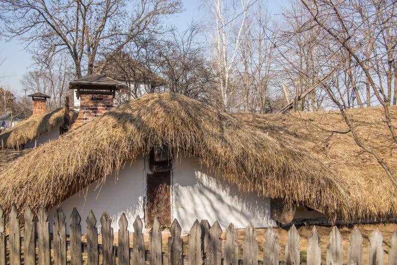 Румынский крестьянский дом в музее деревни, Бухаресте стоковое фото rf