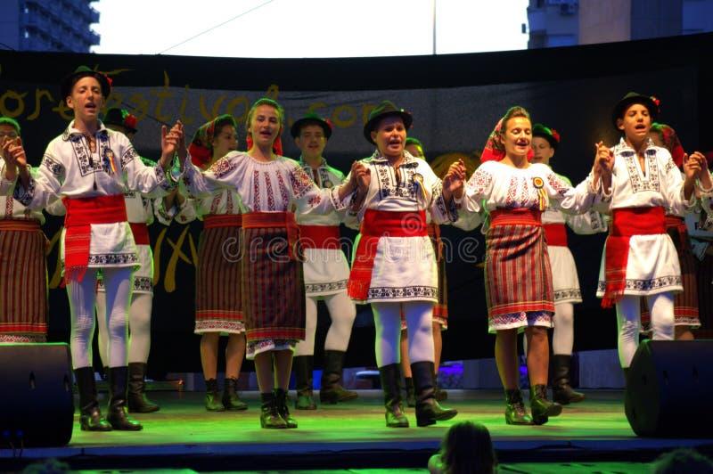 Румынское представление группы фольклора стоковое изображение rf