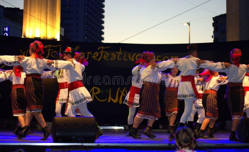 Румынское представление группы фольклора стоковое изображение