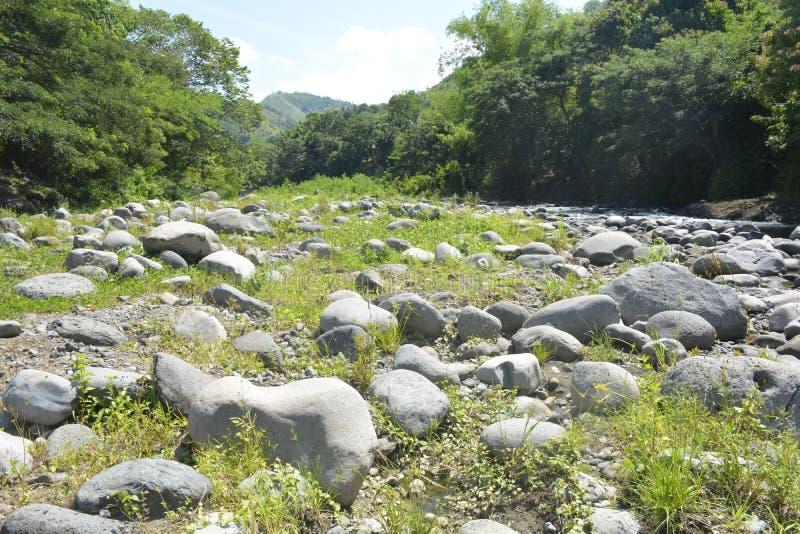 Русло реки расположенное на barangay Ruparan, город Ruparan Digos, Davao del Sur, Филиппины стоковое фото rf