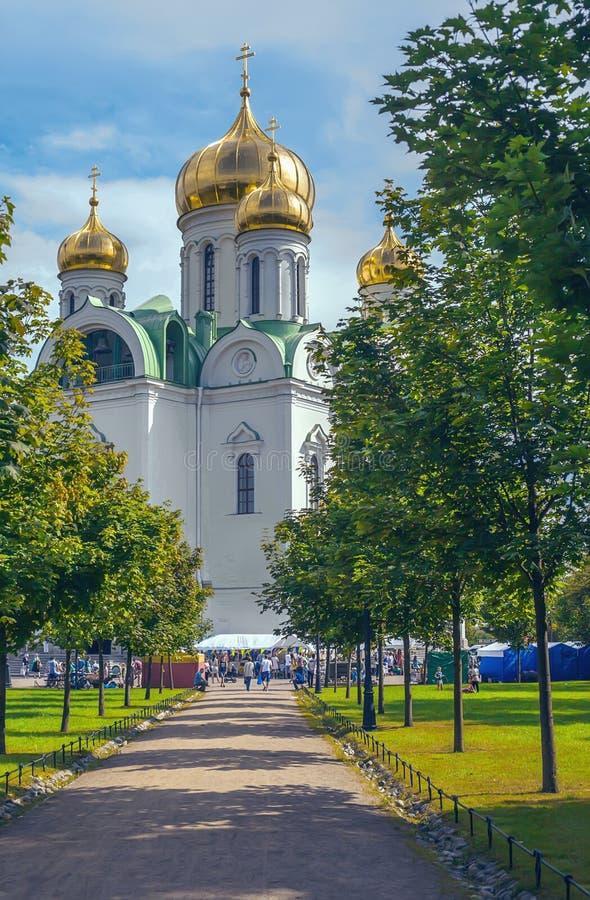 Русская православная церковь Святого Катрина в солнечном праздничном дне стоковая фотография