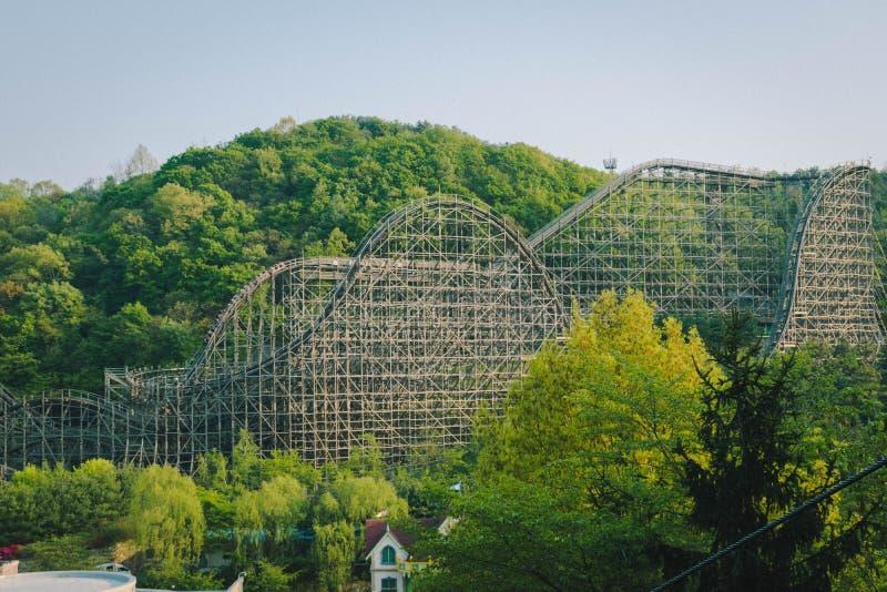 Русские горки на тематическом парке Everland в Йонъине, Южной Корее стоковые фотографии rf
