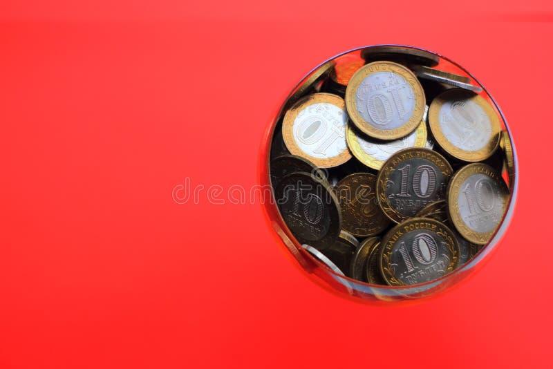 Русские деньги в копилке стоковые изображения rf