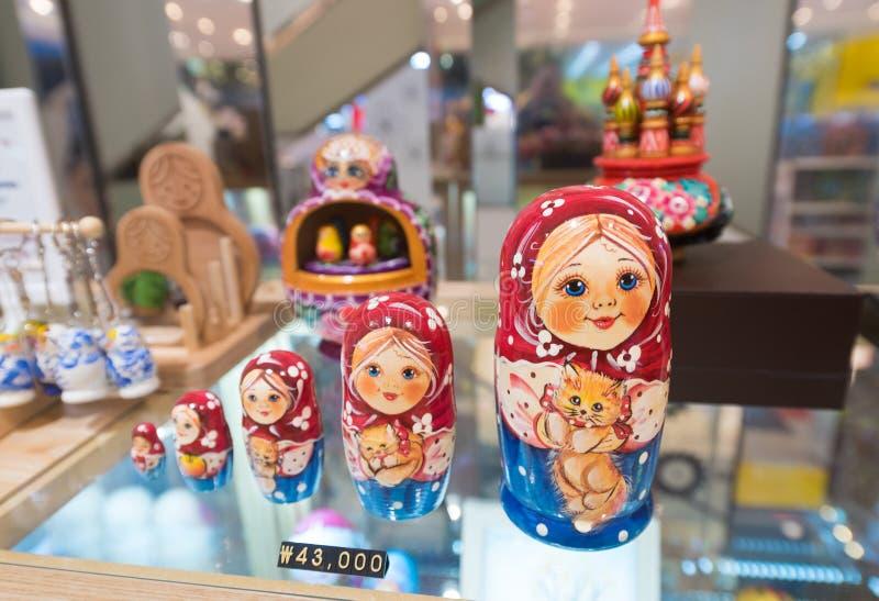 Русские куклы для продажи в Сеуле стоковое изображение rf