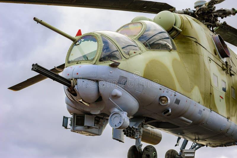 Русский вертолет Mi - 24 памятника стоковое фото