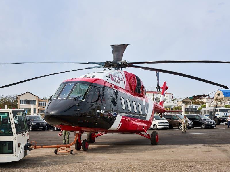 Русский вертолет Mi-38-2 продемонстрирован на выставочной площади на побережье Чёрного моря в стоянке стоковые изображения