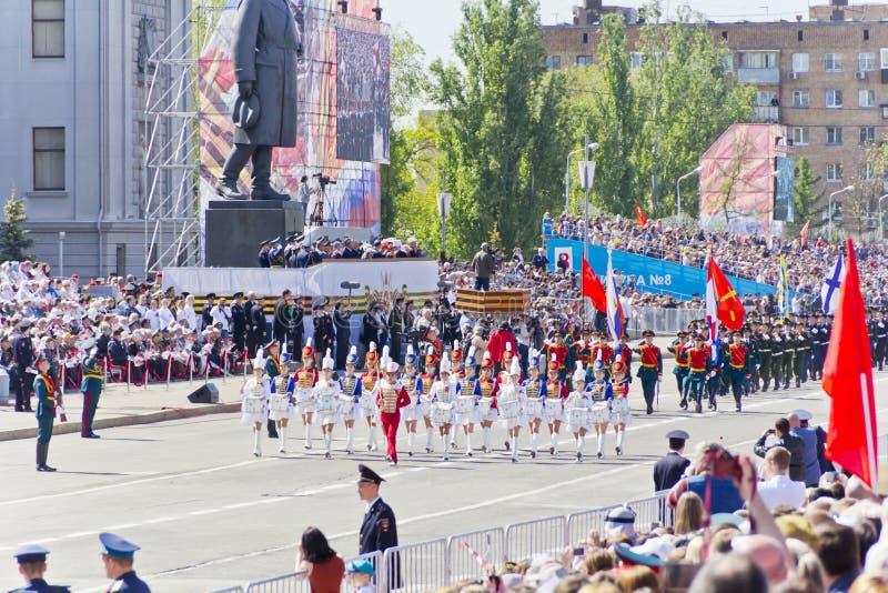 Русский воинский марш оркестра женщин на параде на ежегодном v стоковая фотография