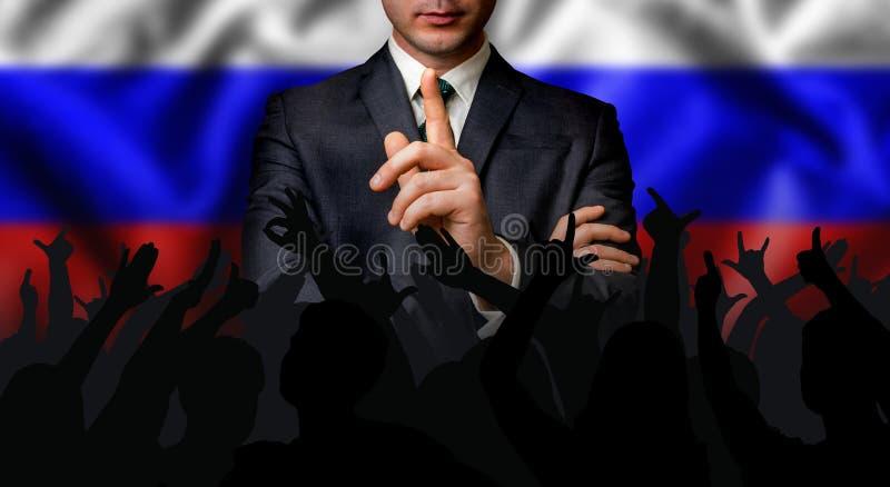 Русский выбранный говорит к толпе людей стоковые изображения rf