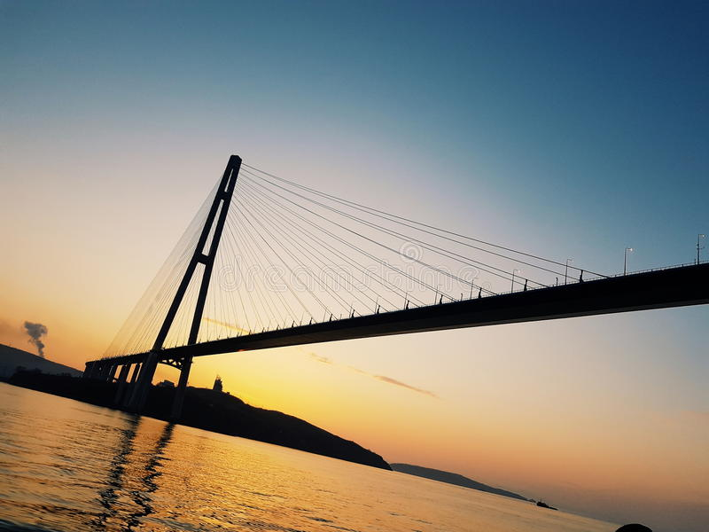 Русский, Владивосток, утро, мост, перемещение стоковое изображение