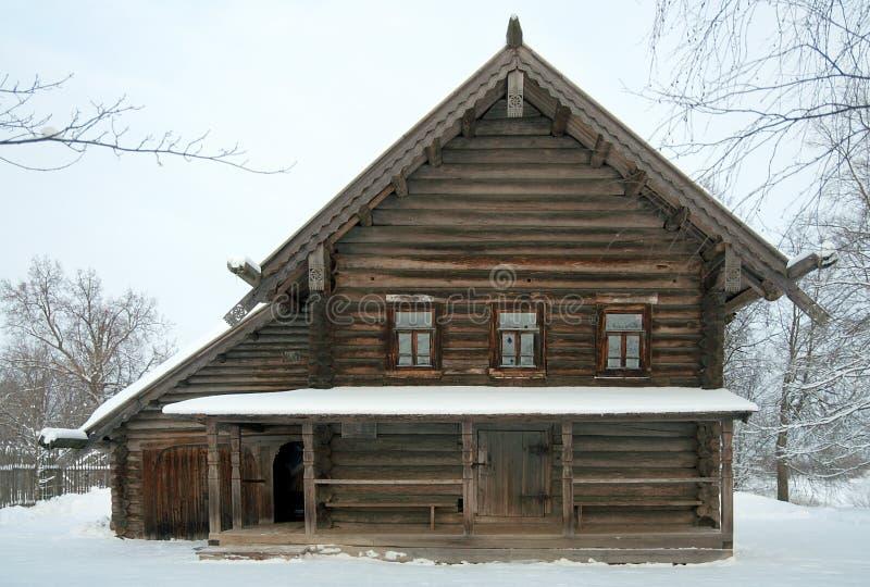 Русский дом селянин в зиме стоковая фотография rf